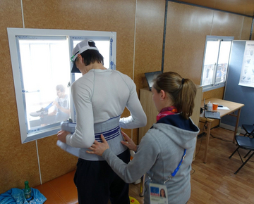 In coordination with the team physicians and physiotherapists, the Bauerfeind technicians selected suitable products for the injured athletes and adapted them to each athlete's individual requirements.